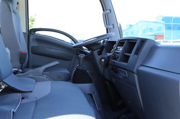 Nội thất xe Xe tải Vĩnh Phát FN129L.jpeg