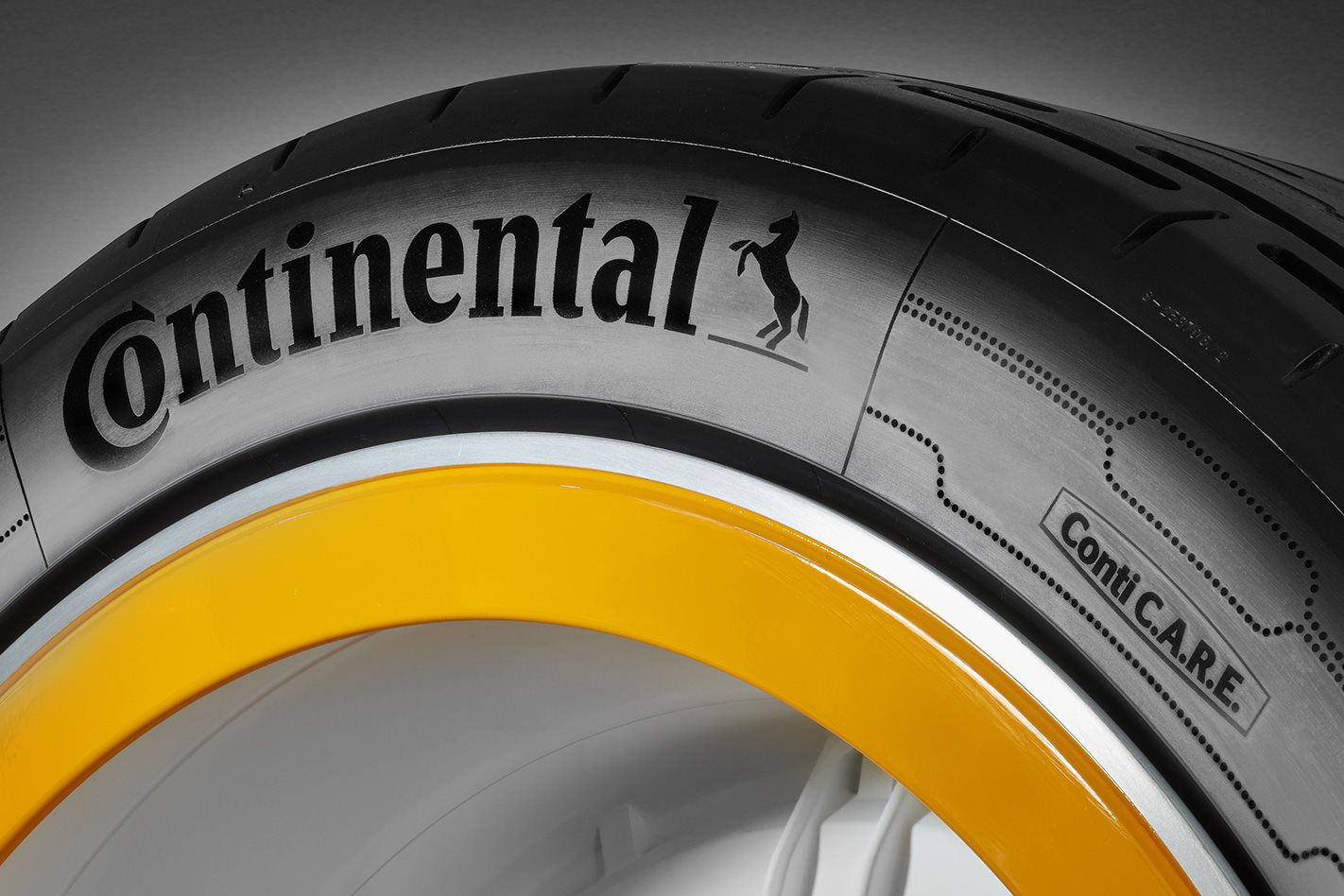 Tên nhà sản xuất hiển thị trên lốp xe
