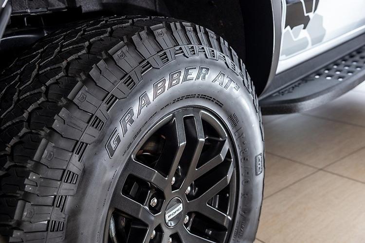 Tên nhà sản xuất in trên lốp xe
