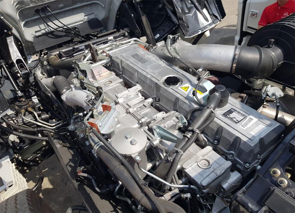 Isuzu Giga trang bị động cơ điện tử Euro 5 hiện đại