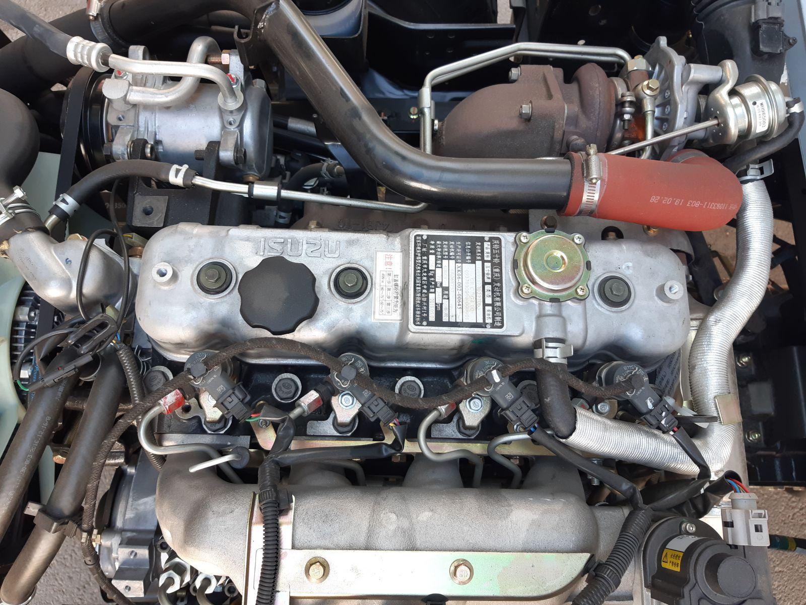 Xe được trang bị động cơ Diesel 4 kỳ 4JB7