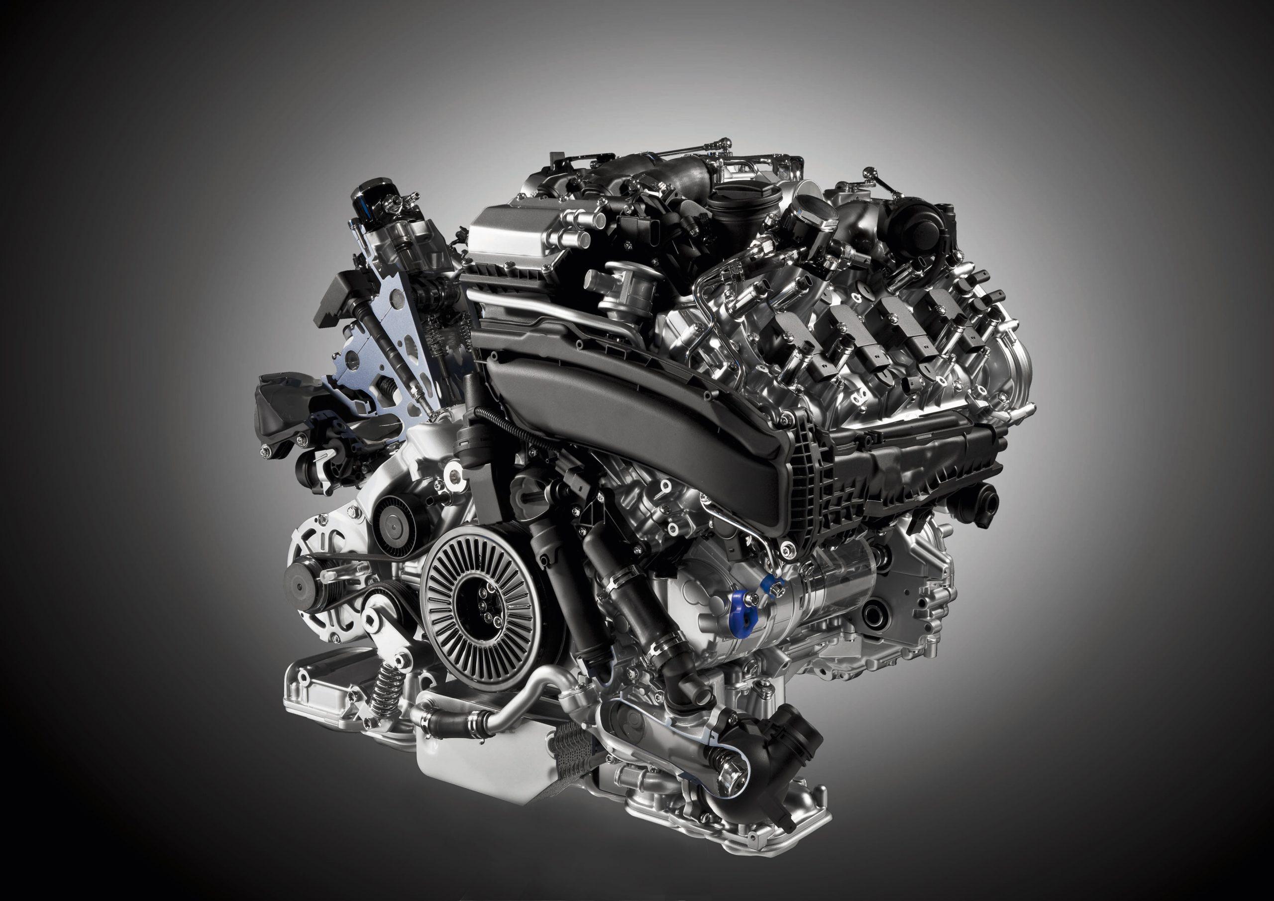 Xe sử dụng động cơ Diesel- động cơ tiêu chuẩn tiên tiến hàng đầu của Nhật Bản.